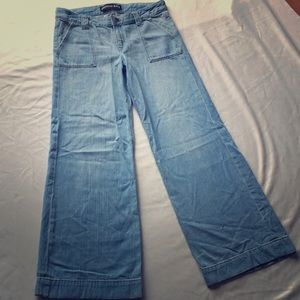 NWOT Express low rise wide leg jeans. Size 4